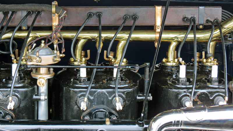 Like the rest of the car, the engine is also a work of art with the cylinders being cast in pairs.
