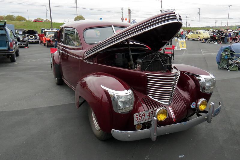 1940 Graham Standard, Model 108.