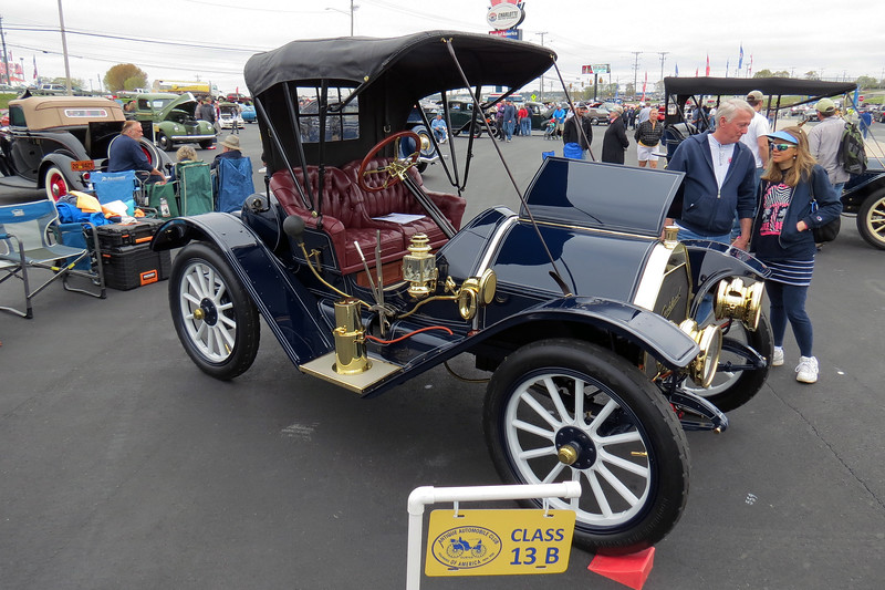 1910 Oakland Model 24 Runabout.
