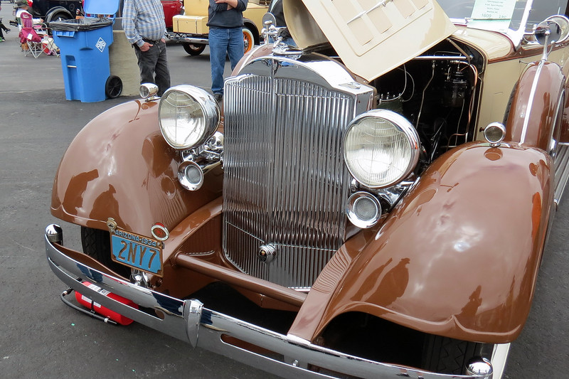 Packard has always been one of my favorite makes !  I find Packards from this era to be some of the most beautiful cars ever made.