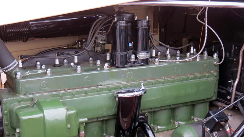 Packard's 385 CID I8.