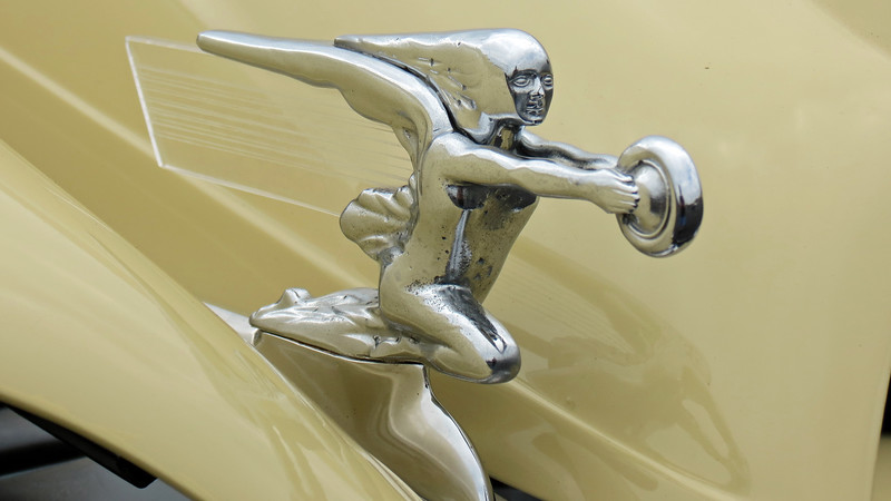 "Packard's famous ""Goddess of Speed"" mascot."