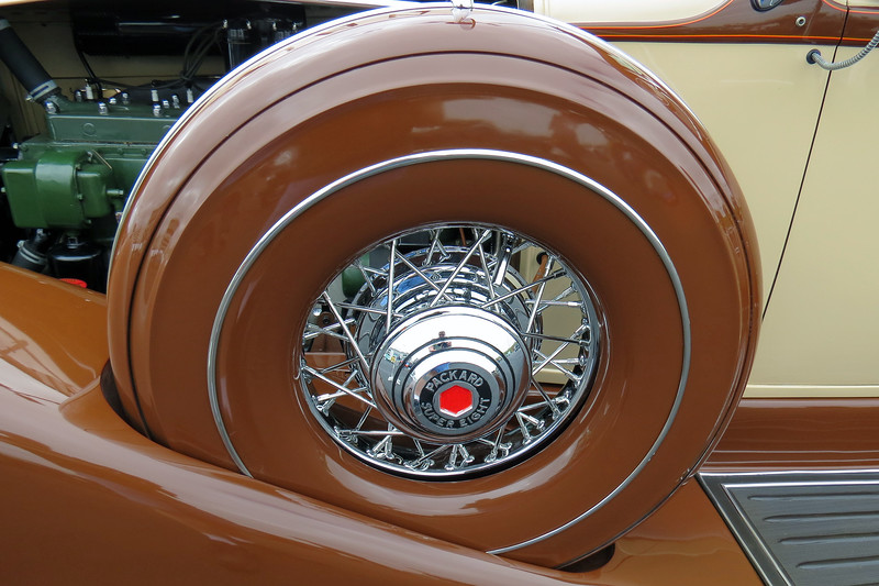 """The """"1104"""" designation on the display card identifies this car as a Super Eight with a 142-inch wheelbase."""