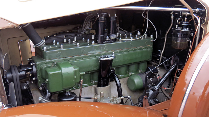 Power comes from Packard's 385 CID I8 that makes incredibly smooth and silent 145 hp.
