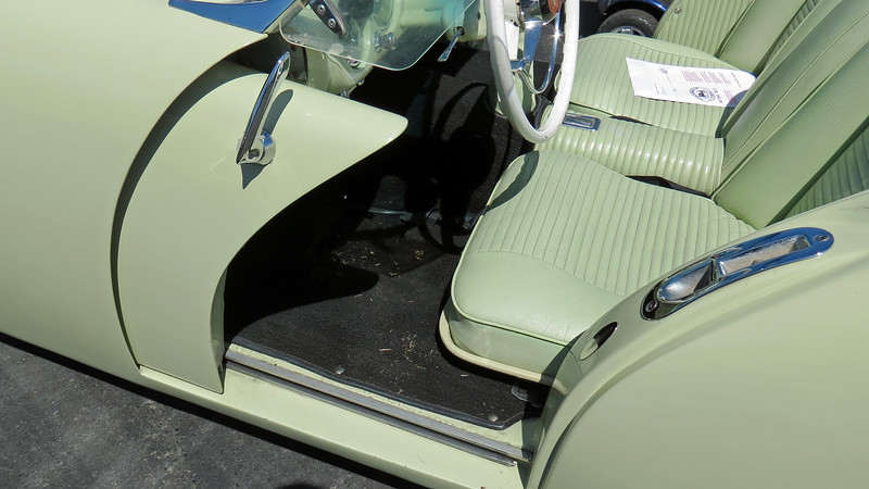 The car's most unique feature was its sliding doors.  Instead of opening outward, the Darrin's door slid forward behind the front fenders.  While the sliding doors were unique and looked great, they were also problematic.  Any debris that happened to get stuck in the tracks caused the doors to jam.
