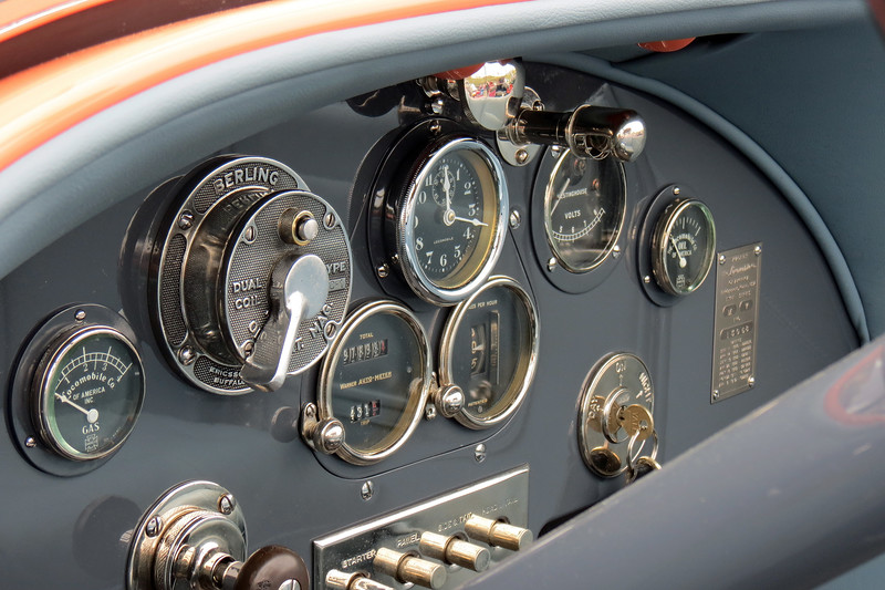 The layout of the dash and gauges is a work of art !