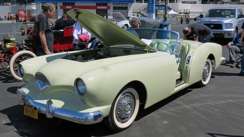 1954 Kaiser Darrin.