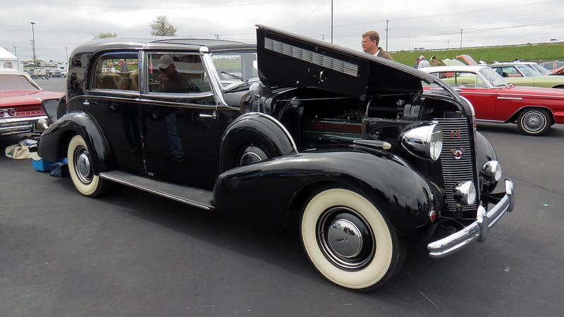1937 Buick Roadmaster Franay Towncar.