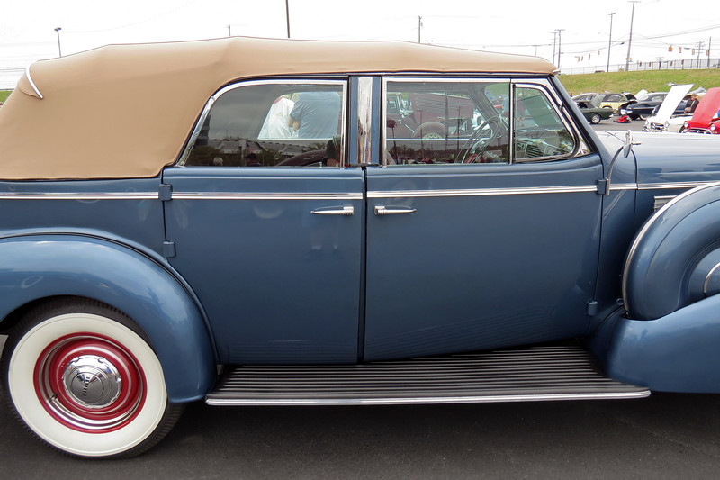 The Series 80 Roadmaster was built on Buick's 133-inch wheelbase chassis and was second in line in Buick's 1938 hierarchy, (behind the top-level Series 90 Limited).
