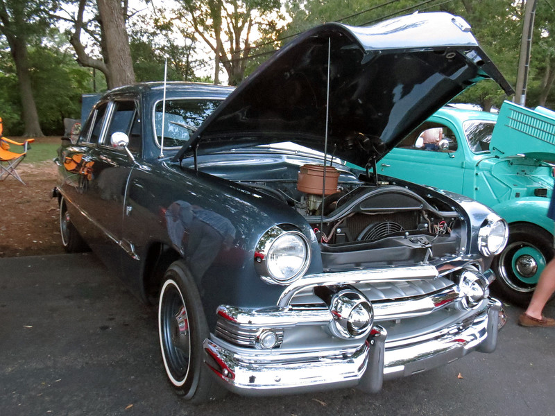 1951 Ford.  The side trim seems to suggest a mid-level Custom Sedan, (as opposed to an entry level Deluxe or top of the line Crestliner or Victoria).