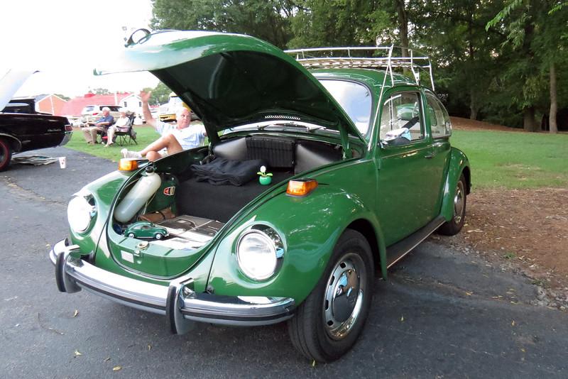 1971 Volkswagen Super Beetle.