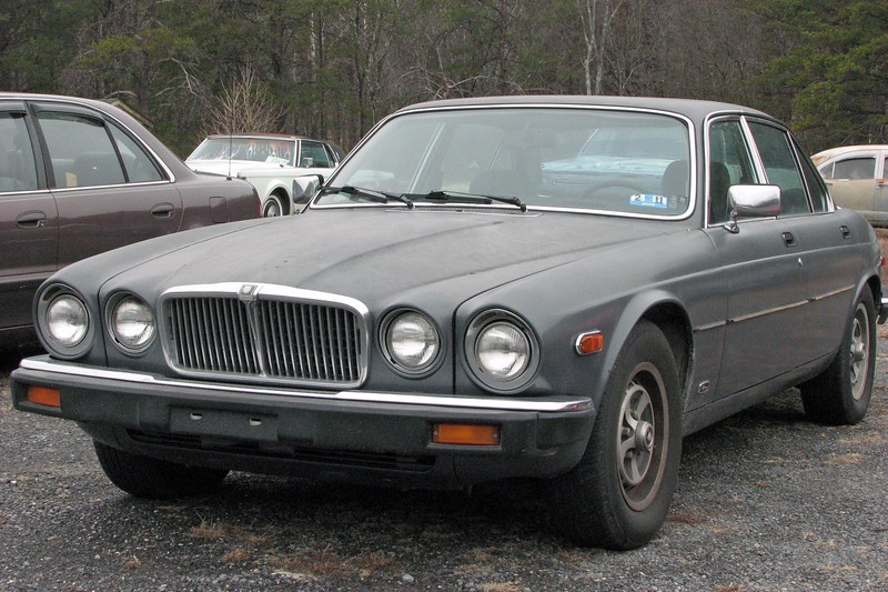 A few cars away from the T-Bird was another Series III Xj6.