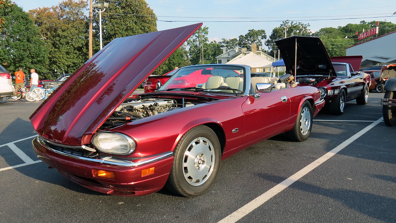 Cleaned the XJS up a bit and headed to the monthly cruise in at The Varsity in Athens, Georgia, USA .  .  .