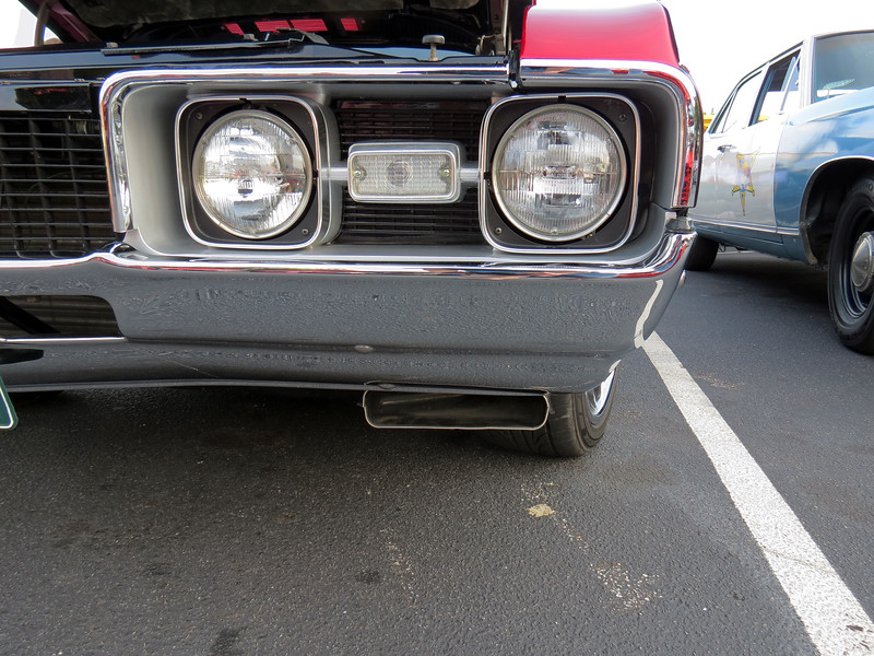 The scoops under the front bumper fed outside air directly into the twin snorkel air cleaner via a pair of 4 inch ducts.