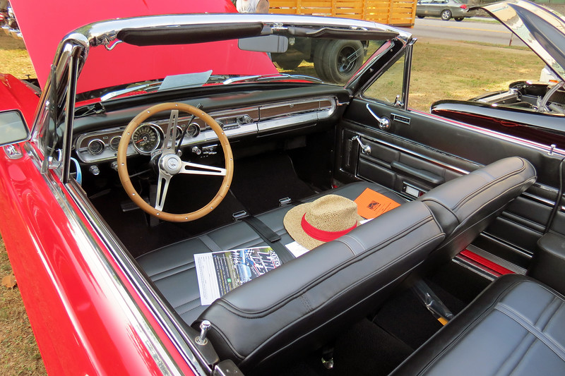 This is a rare car, being one of 6,035 Comet Caliente convertibles made that year.