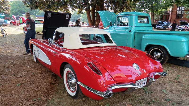 This car is one of 9,670 Corvettes produced for 1959.