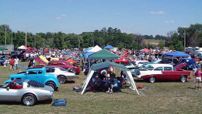 I don't remember the number of cars present on that day.  But this was definitely a large show for the region.