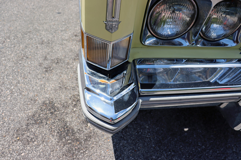 There should be a body-color trim piece in between the top of the bumper end and the parking light.  Both were missing on this car.