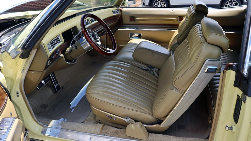 This car has the optional twin 6-way power front seats in place of the standard bench.