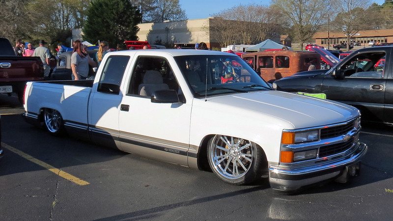 This late-model Chevy truck with air suspension looked very well done.