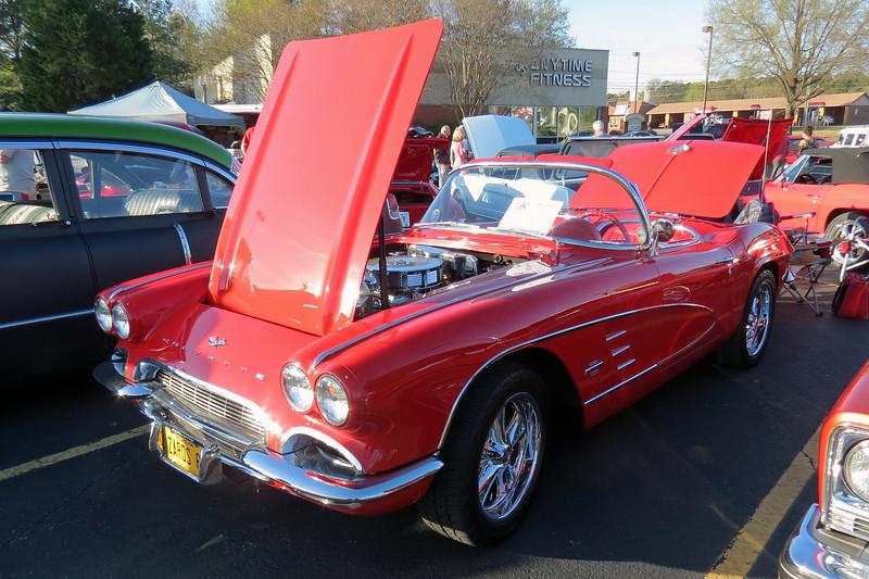 1961 Chevrolet Corvette.