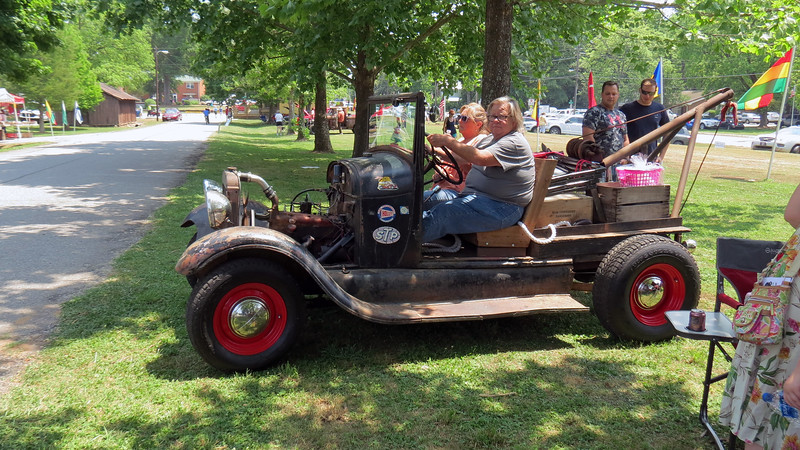 Another show participant was leaving in his 1929 Ford tow truck.