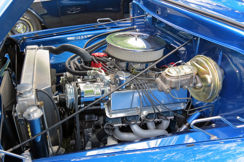 And unlike the 1956 Ford F100 seen earlier with its Hemi engine, this truck is Ford-powered.