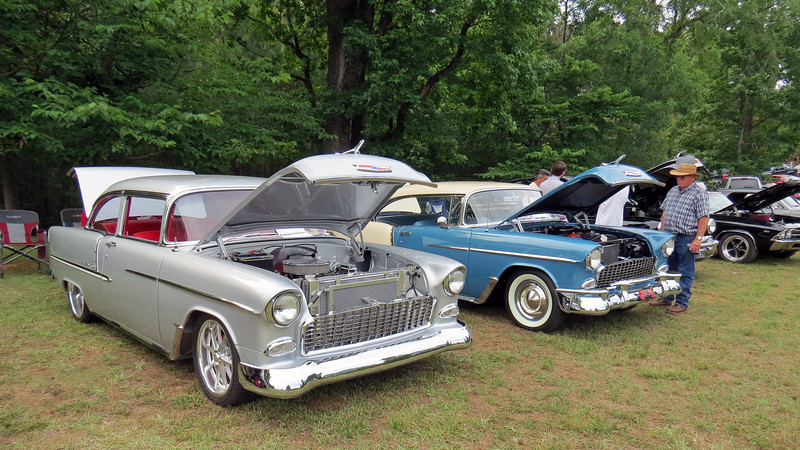The silver Bel Air (L) is modified while the blue Bel Air (R) is stock.