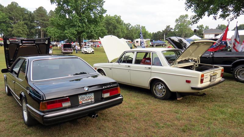 1988 635CSi (L) & 1971 Volvo 164 (R).