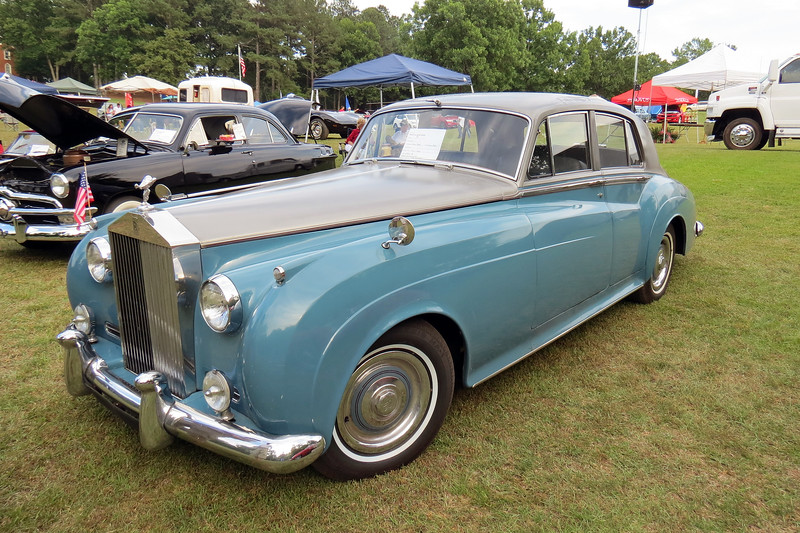 1957 Rolls-Royce Silver Cloud.