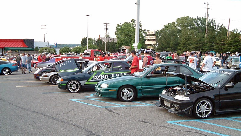 Everyone and everything is welcome at these Cruise Ins.  The whole Import craze wasn't as popular in the Altoona area as it was in other places back then.  But they were always represented at the local shows.