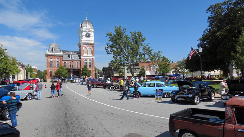 Cars were parked around the town square.