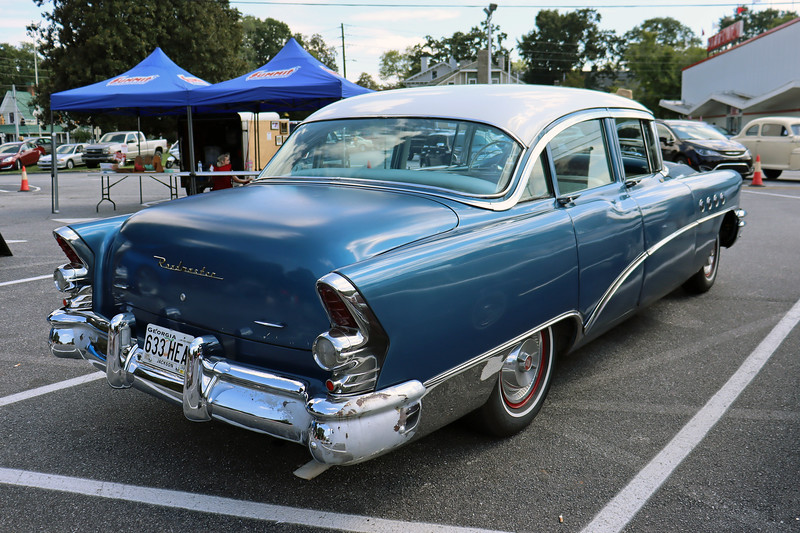 The Series 70 Roadmaster was the top-of-the-line offering from Buick in 1955, (ahead of the Series 40 Special, Series 50 Super, and Series 60 Century).