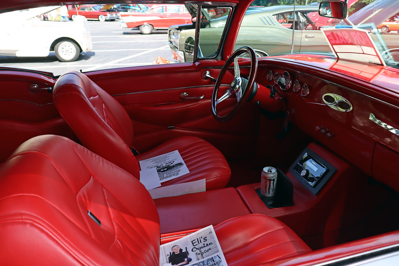This car appears to have been given the Restomod treatment, at least on the interior.