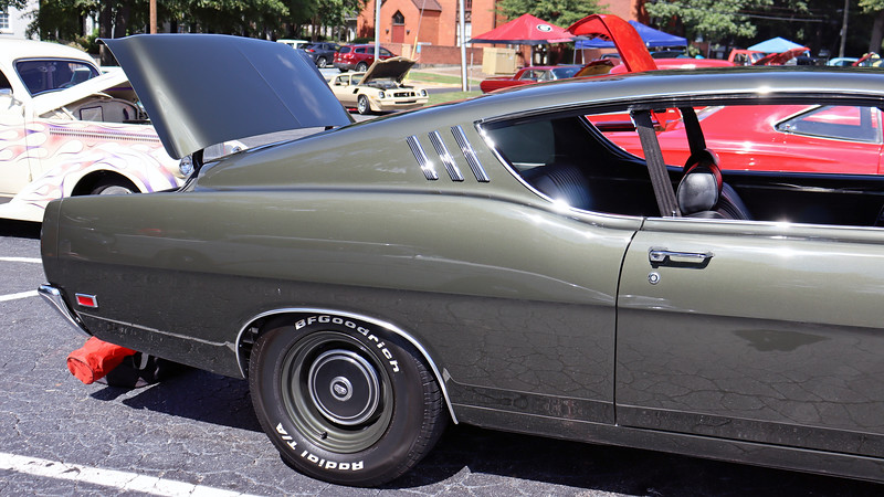 "Ford and Mercury did the ""fastback"" styling better than anyone in the 1960s.  Ford called its version of the fastback roofline a ""Sportsroof.""  Of the 14,885 Torino Cobras produced in 1969, 11,099 were Sportsroofs."