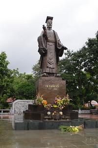 King Le Thai Monument