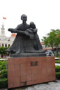 Ho Chi Minh reading a book to a child
