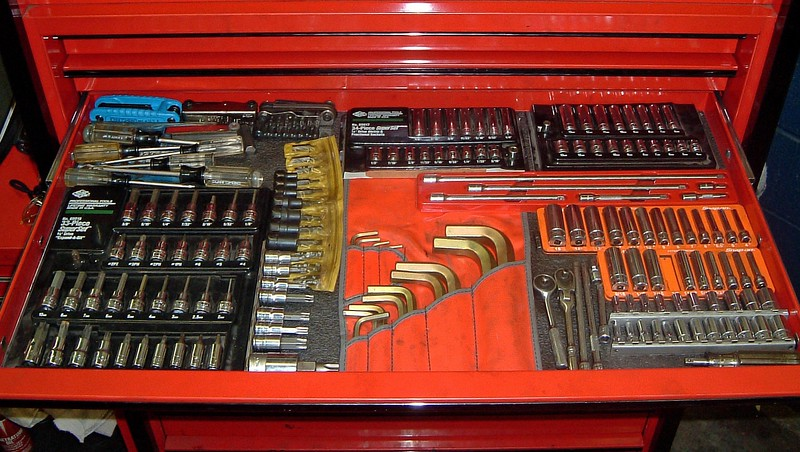 Quarter inch sockets, torx and allen sockets, and torx drivers.