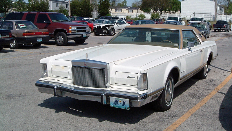 I happened to walk outside into the Service Department parking lot behind the technician bays and stumbled upon this beautiful 1977 Lincoln Mark V.