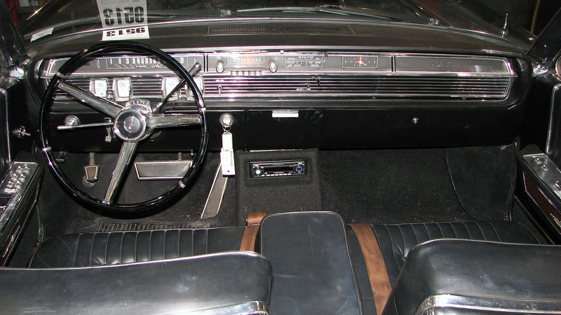 The same smooth and graceful design theme carried over into the car's interior.