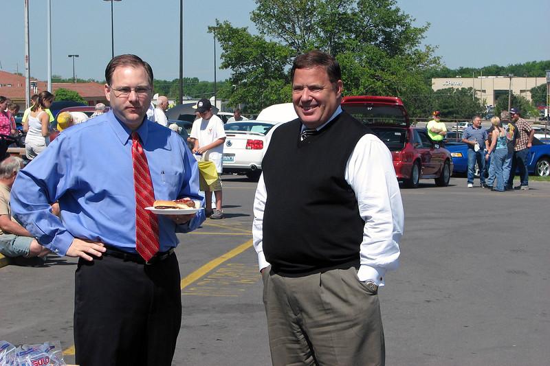 Joe Machens Ford president Gary Drewing (R).