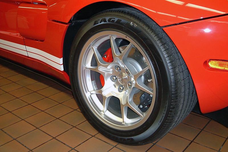 "Rear wheels are 19""."