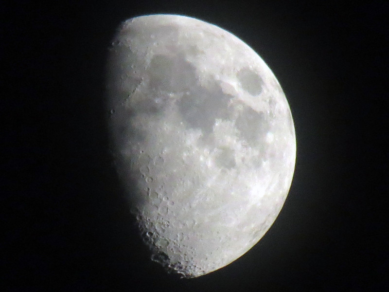 The 35x optical zoom is wonderful !  I am able to zoom in on the moon and capture some great pics with a surprising amount of detail.