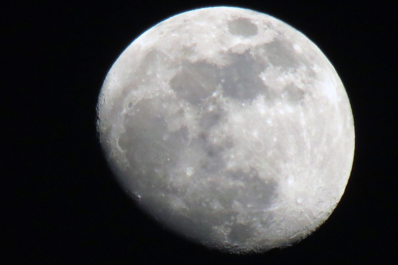 This camera amazes me at how well is takes moon pictures.