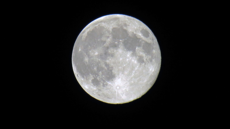 From there, I turned my attention to the moon, itself.