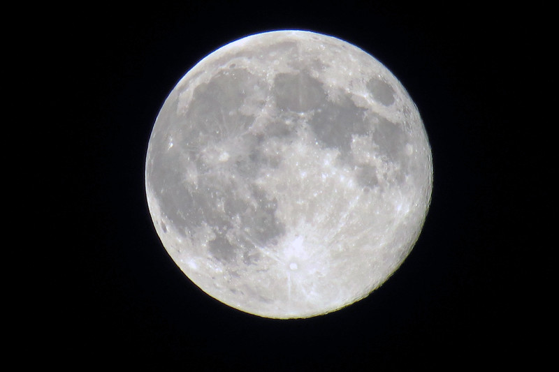 This camera's wonderful 35x optical zoom lens takes surprisingly good moon pics.