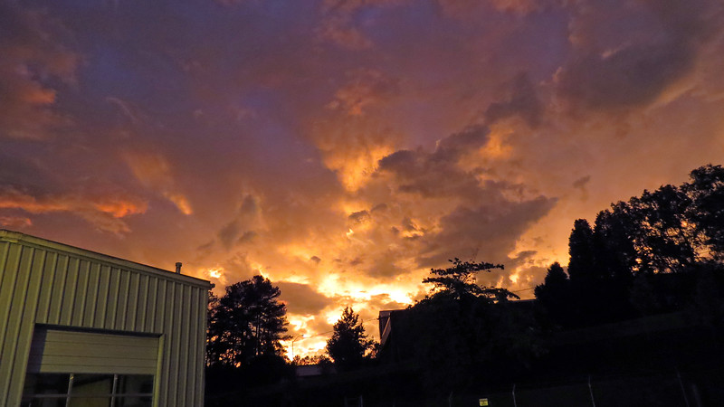 Mother Nature treated me to another wonderful sky after a thunderstorm this evening.