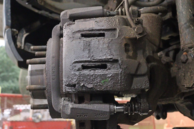 With no outer brake pad, the caliper slid further away from the caliper bracket.