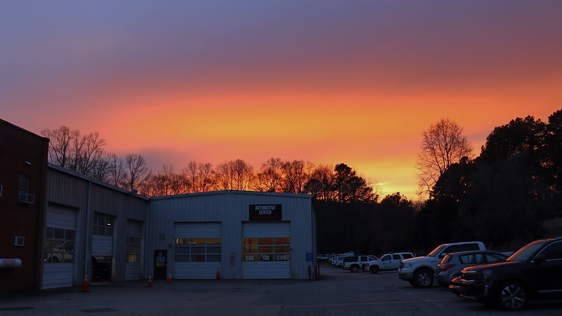 I love it when Mother Nature treats me to a wonderful evening sky !  Such was the case on this Monday night.