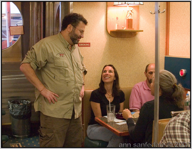 Host Ira chats with a couple of Lindas during<br /> dinner break
